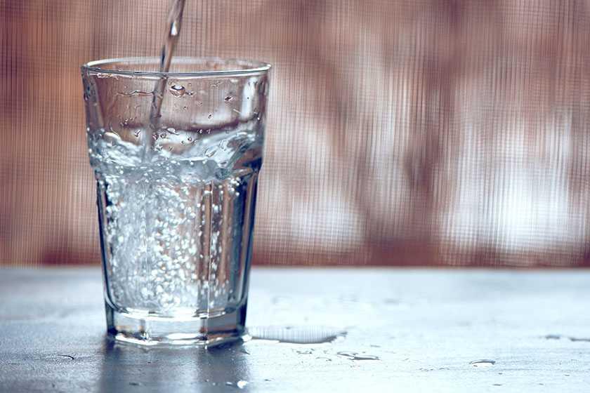 Água com gás realmente faz mal para a saúde?